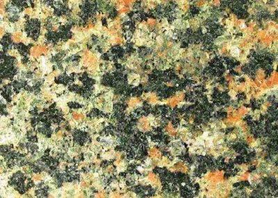 2. Detail van foto 1. De steen bevat veel plagioklaas.