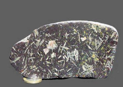 3.Glomerofierische basalt met amandels. Kås Hoved