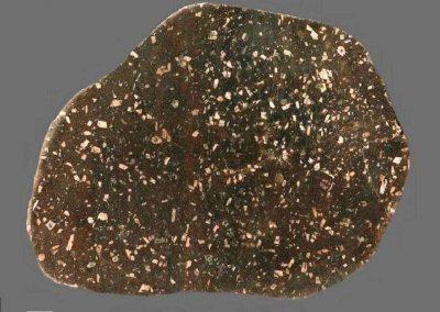 1. Botnische felsietporfier. N.O.P Type Kvarnbo- Deze steen voldoet aan de beschrijvingen. Verwisseling met Klittberg-ignimbriet van Dalarna is mogelijk