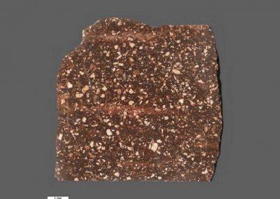 4. DalaIgnimbriet Rots Klittberg Dalarna. De evenwijdige ligging van de slieren is bij deze steen goed zichtbaar.