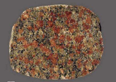 6. Graniet. Flyvesandet. Dk.Een graniet die mede door de fraaie kleuren doet denken aan een een bepaald type Zweedse monzonieten. Het kwartsgehalte in de steen is echter vrij groot.