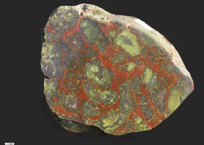 7. Breccie Textonisch. Als. Een Melafierbreccie.(Paleobasalt) De barsten zijn weer opgevuld door ijzerrijk materiaal.