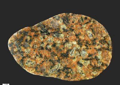 4. Torpagraniet. Flyvesandet. De steen is minder rood van kleur dan steen 1 en 3. Herkomst waarschijnlijk omgeving Torpa.