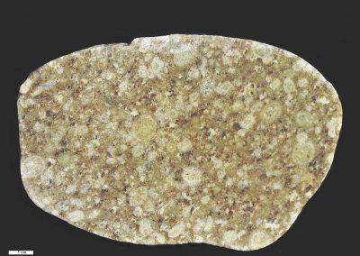 1. Filipstadgraniet. Zwerfsteen uit groeve bij Hjulsjö. Zw . Vondst fam. Scheerboom Doorn. In de groeve liggen veel va dit soort stenen.