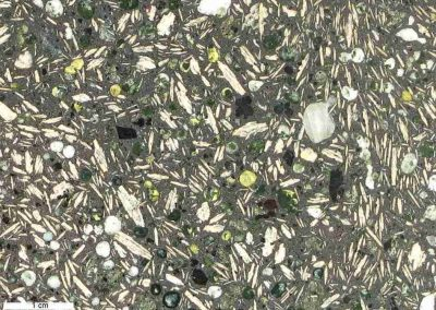 4. Detail van 3. De witte, ronde amandels bestaan mogelijk uit zeolieten of een kwartsmineraal.