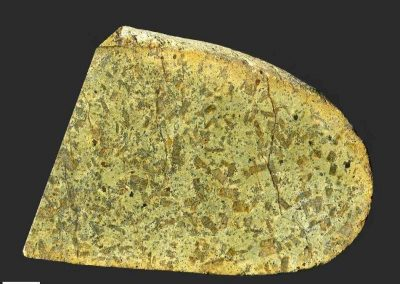 5. Nordmarkietporfier. Werpeloh. De donkere mineralen in de fijnkorrelige grondmassa zijn pas met een loep goed zichtbaar