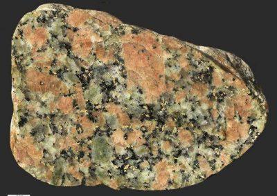 6. Karlshamngraniet. Hindsholm Dk. Een steen met veel hematietvlekjes.