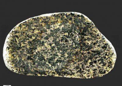 5. Oslo essexiet. Vadum Strand. Een type met veel pyroxeen en een groot aantal witte plagioklaaslijstjes. Mogelijk het type Kauaiet.